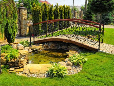 Ландшафтный дизайн: применение садовых мостиков